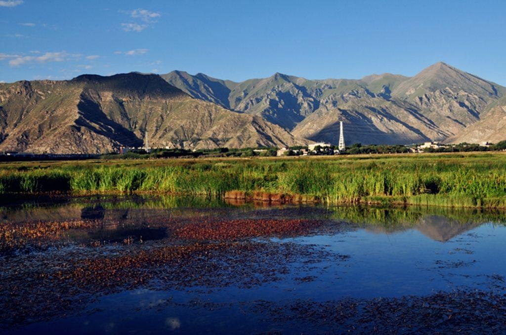 拉鲁湿地获国家湿地旅游示范基地标牌
