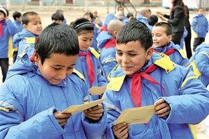 新疆今年基本实现12年免费教育