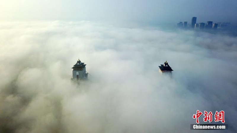 Advektionsnebel über Yangzhou