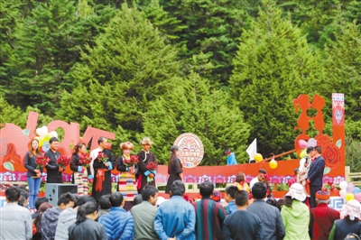 仓央嘉措情歌文化旅游节开幕