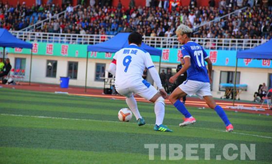 Tibets Profi-Fußballclub gewinnt Heimspiel