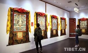 宗者拉杰在京展出千米巨幅唐卡《彩绘大观》