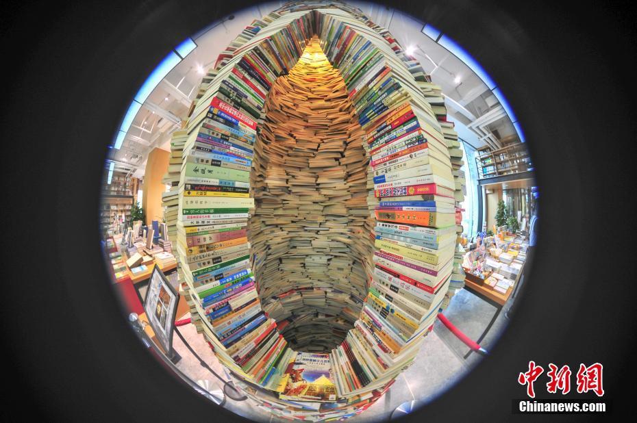 Buchhandlung in Shenyang errichten Turm aus 7.000 Büchern