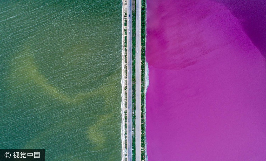 Naturspektakel: Salzsee teilt sich in zwei Farben