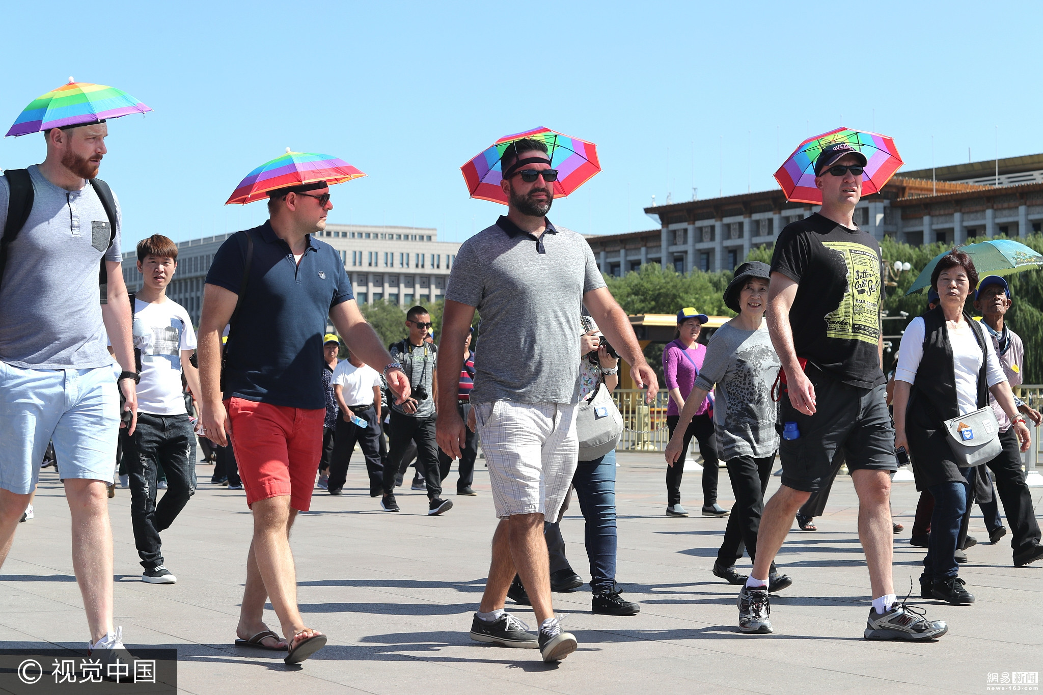 Sommerlicher Herbst in Beijing: Lustige Tricks gegen die Hitze