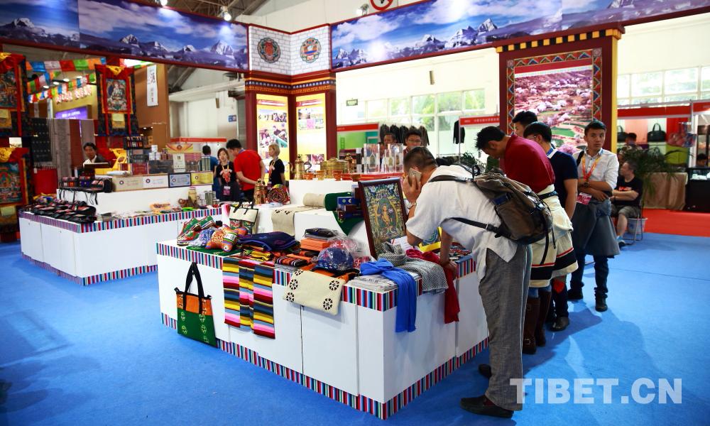 Produkte im tibetischen Stil auf der Expo der Kultur- und Kreativbranche