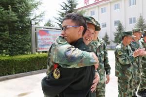 武警西藏森林总队教导队欢送退伍老兵
