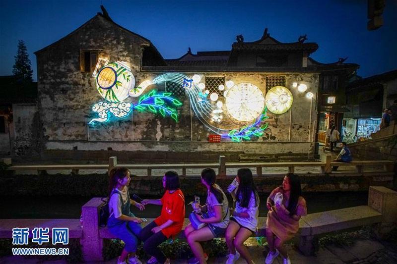 Zhouzhuang ist bereit für die Laternenshow zum Mondfest