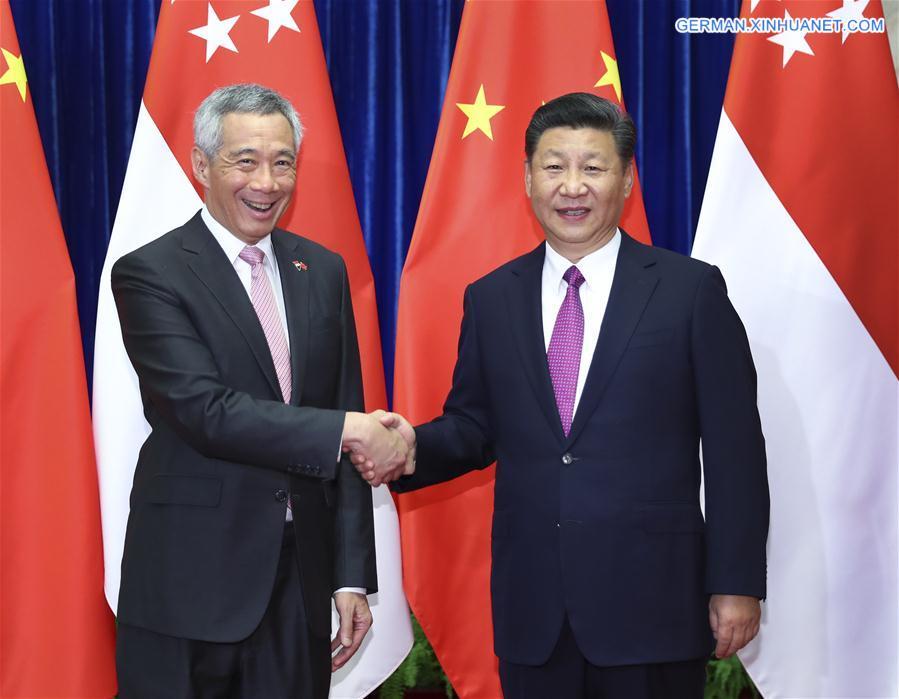 Xi Jinping trifft singapurischen Premierminister Lee Hsien Loong in Beijing