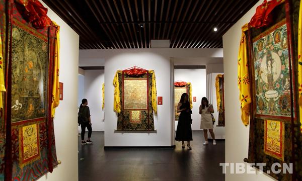 Riesenthangka wird in Peking ausgestellt
