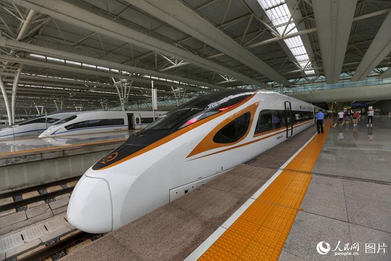 """""""Fuxing"""" fährt mit einer Geschwindigkeit von 350 km/h von Beijing nach Shanghai"""