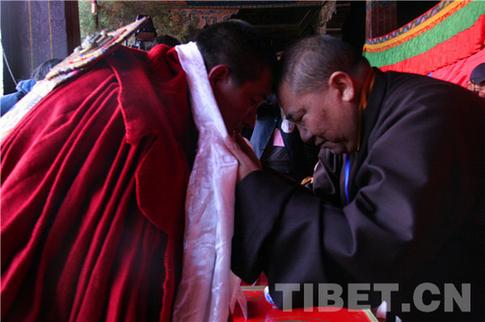 藏传佛教只有与社会主义社会相适应才能有活力