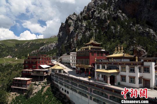 Kloster Gaer am steilen Hang