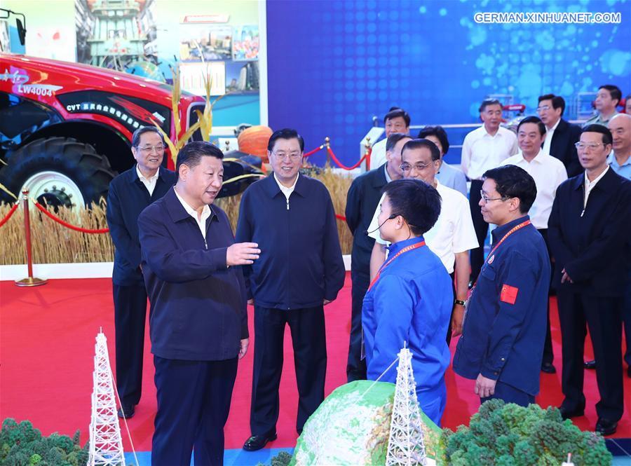 Xi Jinping besucht Ausstellung zu herausragenden Errungenschaften Chinas in den letzten fünf Jahren