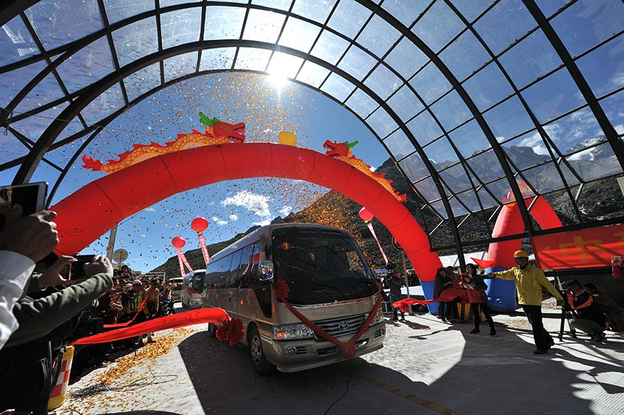 China opens world's highest road tunnel