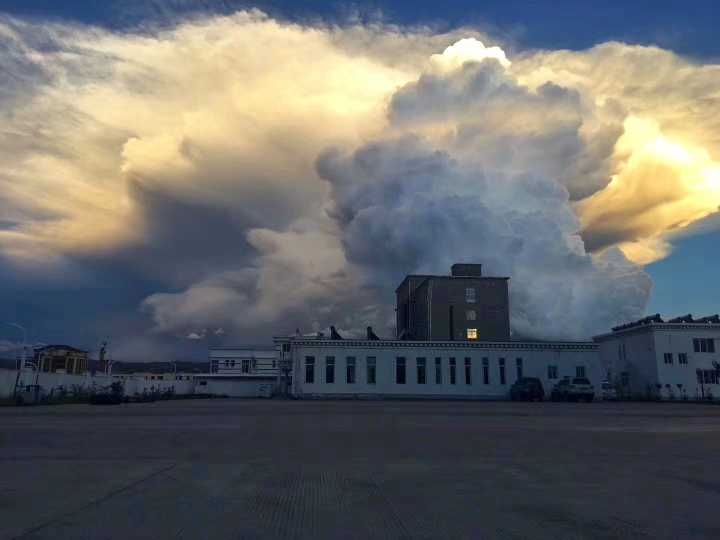 Superschöne Wolkengruppe in Ngawa