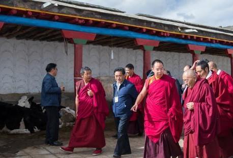 Panchen Lama fliegt nach buddhistischen Angelegenheiten in Tibet nach Peking zurück