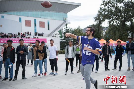 西藏大学启动社团游园活动 9国留学生展异域风情