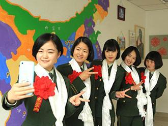 武警西藏部队送别退伍女兵