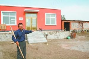 新疆莎车山区100户贫困家庭搬入新居