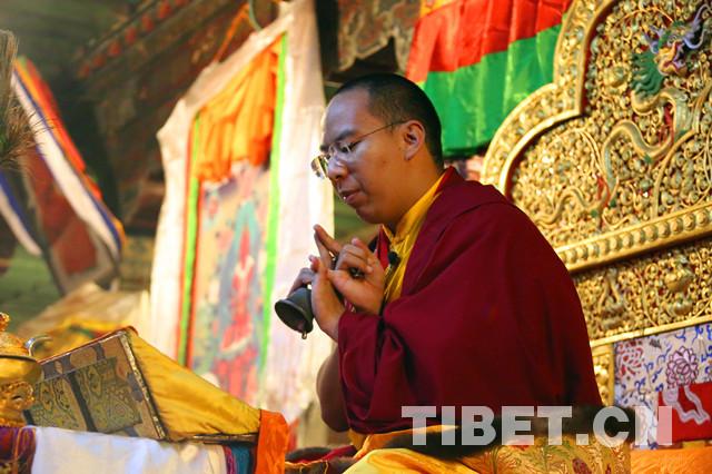 班禅首抵昌都,开展社会调研和佛事活动