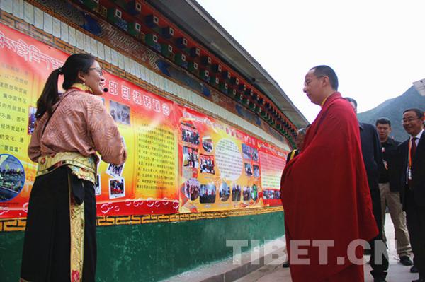 Der Panchen Lama untersucht in Qamdo