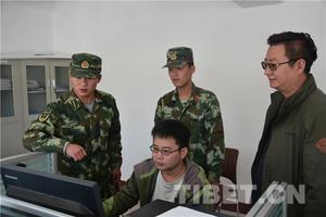 西藏阿里边防启用高拍仪办理《边境通行证》