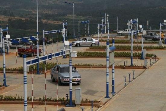 Sprachsystem für tibetischsprachige Fahrprüfung geht in Gansu in Betrieb