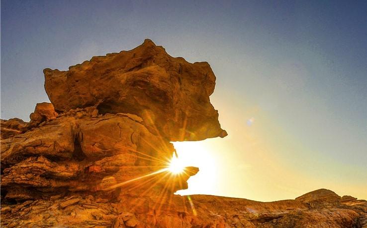 Schöne Yardang-Landformen tief in der Wüste