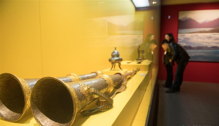 Cultural relic treasures from Tibet displayed in East China