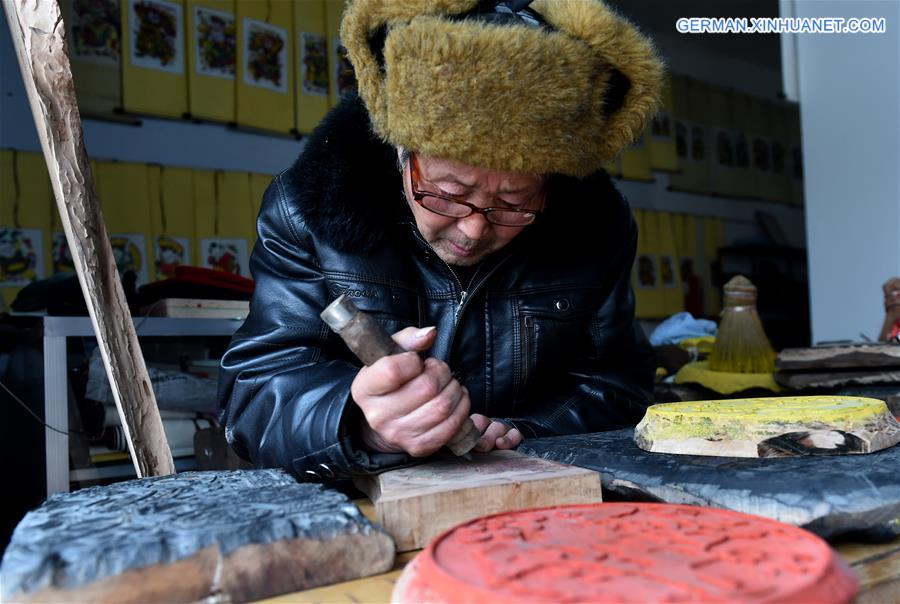 Geschäftige Produktion von Neujahrsbildern in Henan