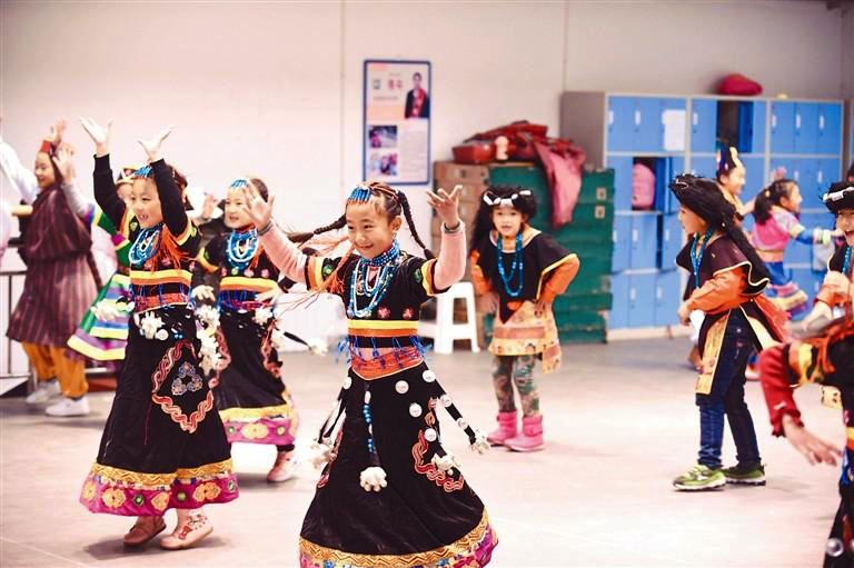 Das Winterferienprogramm der Schulkinder von Lhasa