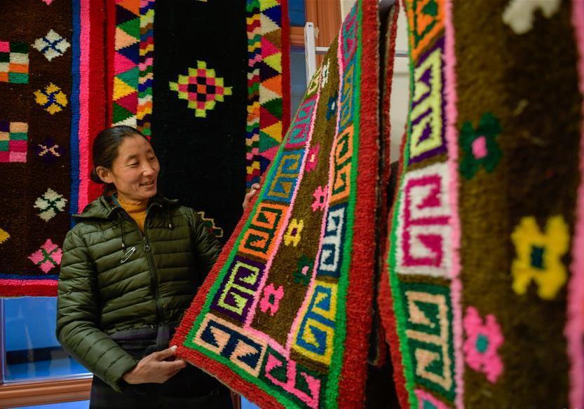 A glimpse of Tibetan carpet fair