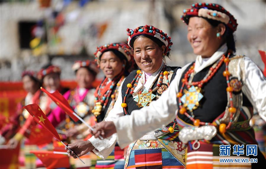 Dörfler von Xigaze begrüßen neues Jahr_Bildergalerien_China Tibet Online
