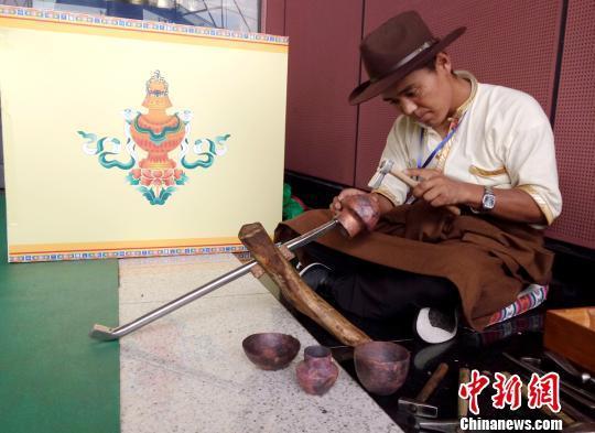 Kunsthandwerke Lhokas kommen nach Changsha