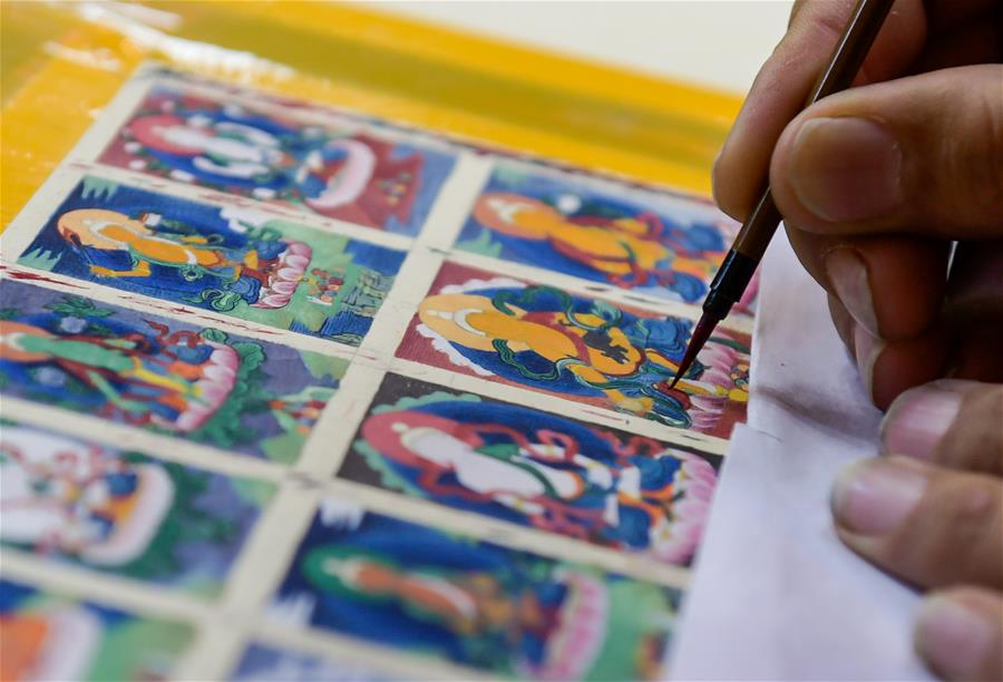 Palace Museum works on Thangka restoration