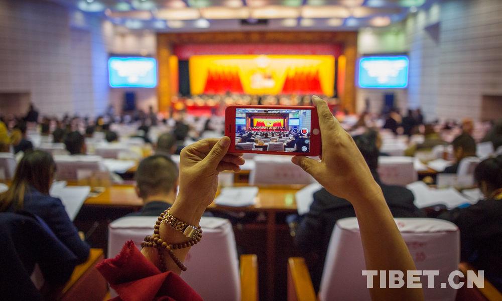 Vertreter bei den tibetischen zwei Tagungen