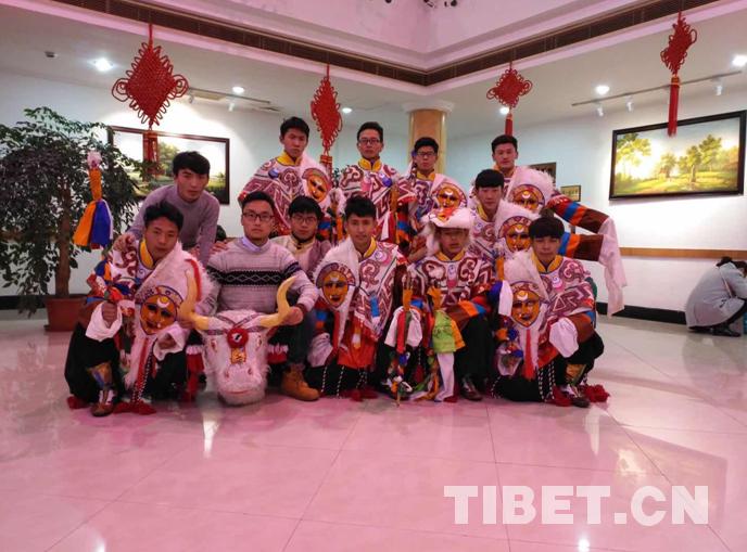 Universität richtet einen Klub für tibetische Oper ein