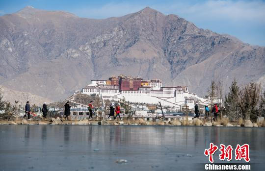Mountaineering held in Tibet to mark the New Year