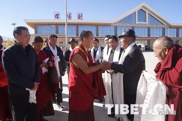 班禅圆满完成在藏佛事社会活动离藏返京