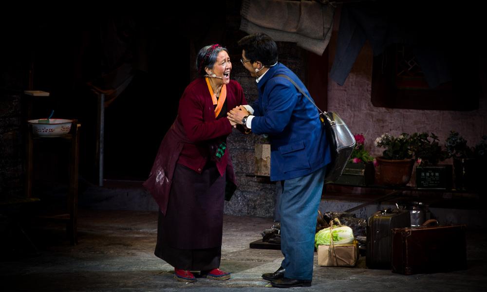 献礼改革开放40周年,话剧《八廓街北院》在西藏拉萨开演