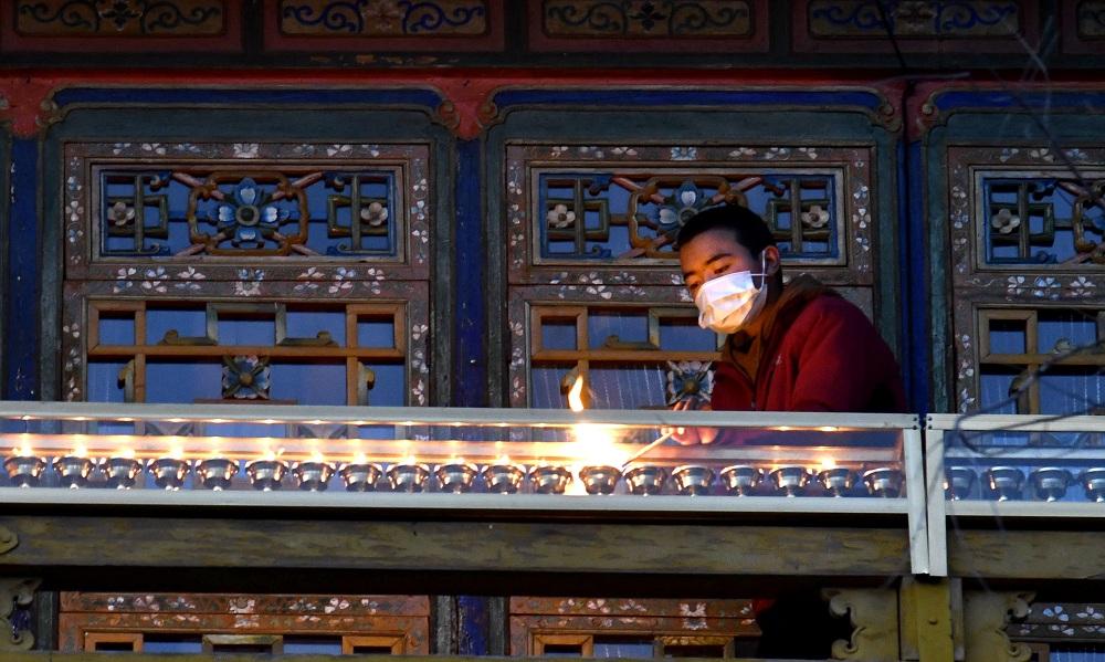 """扑灭酥油灯,西藏网迎来传统""""燃灯日"""""""