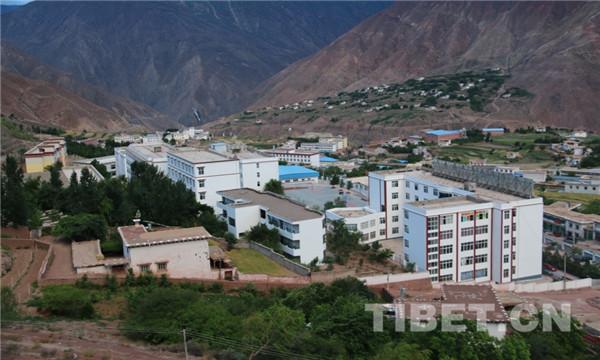 藏东教育系统中的一颗璀璨明珠——盐井中学