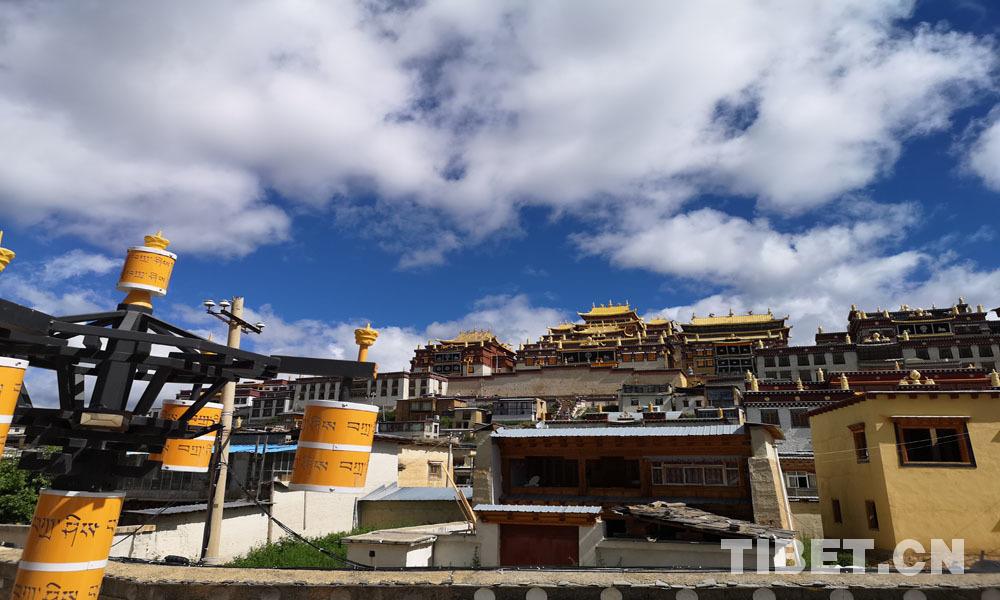 """五世达赖喇嘛赐名 因救济赤军长征获贺龙赠锦幛被称""""小布达拉宫"""""""