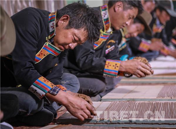 Tibetische Weihrauchindustrie hilft tibetischen Bauern aus Armut