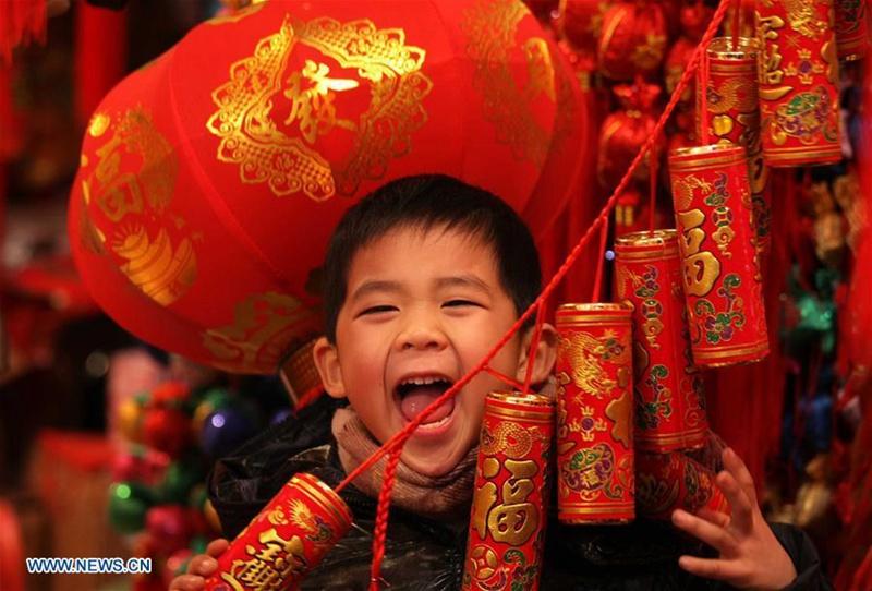 Kinder, die fröhlichste Gruppe während des chinesischen Neujahrs