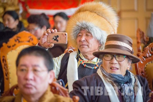 Aus dem Ausland zurückgekehrte Tibeter begrüßen das neue Jahr