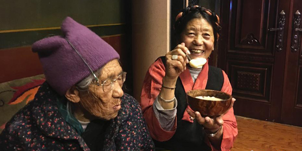 """藏家团圆共吃""""古突""""过新年"""