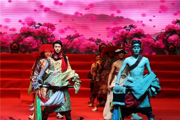 Vorhang auf für Vorführungen zum tibetischen Neujahr in Roige