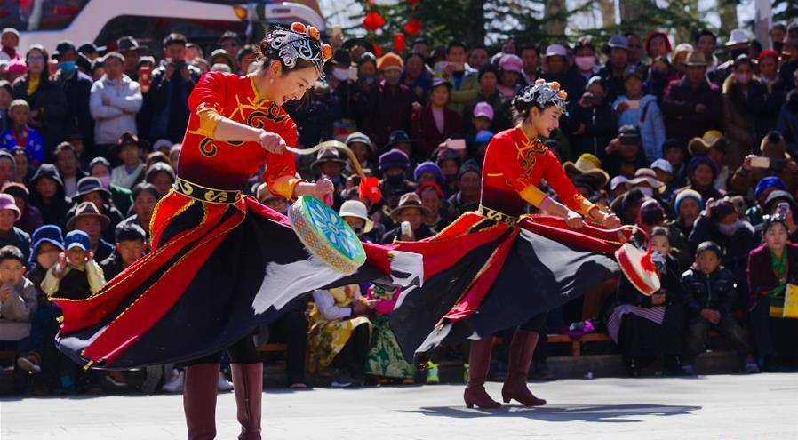 Performance held in Tibet during New Year holiday